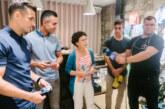 Tres jugadors del Girona FC dissenyen uns mitjons solidaris